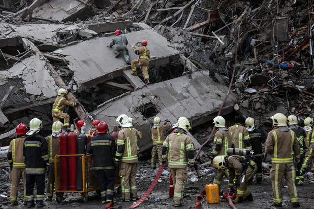 برگزاری مراسم تشییع پیکر شهدای آتشنشان در مصلی/خدماترسانی رایگان ناوگان حمل ونقل در روز دوشنبه