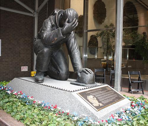 نماد قهرمانان آتش نشان 11 سپتامبر