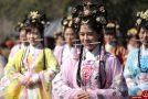 تربیت زنان راهنمای گردشگری در چین +تصاویر