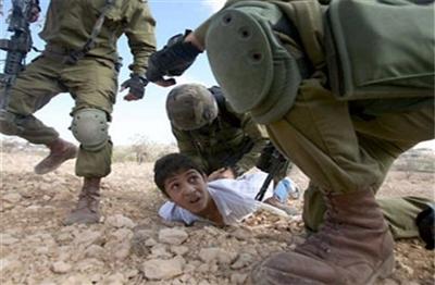 تصویر لو رفته از شکنجه یک کودک در زندانی در یمن