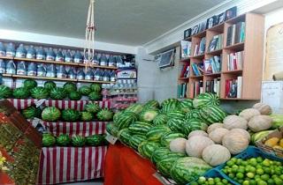 چخوف، تولستوی و فرهاد کوهکَن در یک میوهفروشی!+عکس