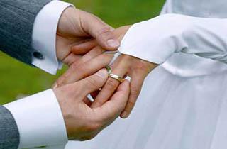 ازدواج قربانی اسید پاشی اصفهان +عکس