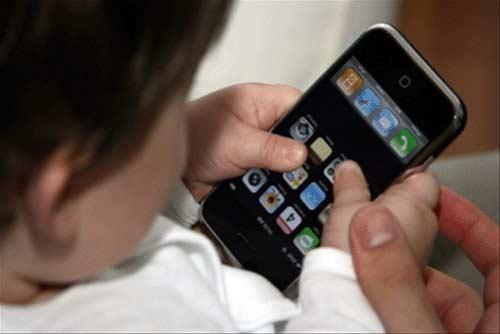 کودکان در 2 سالگی استفاده از فضای مجازی را الگو برداری می کنند
